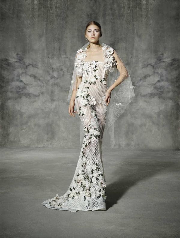 Свадебное платье с цветочным декором