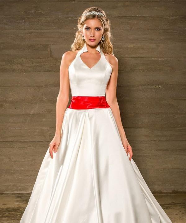 Свадебное платье а силуэт с красным поясом