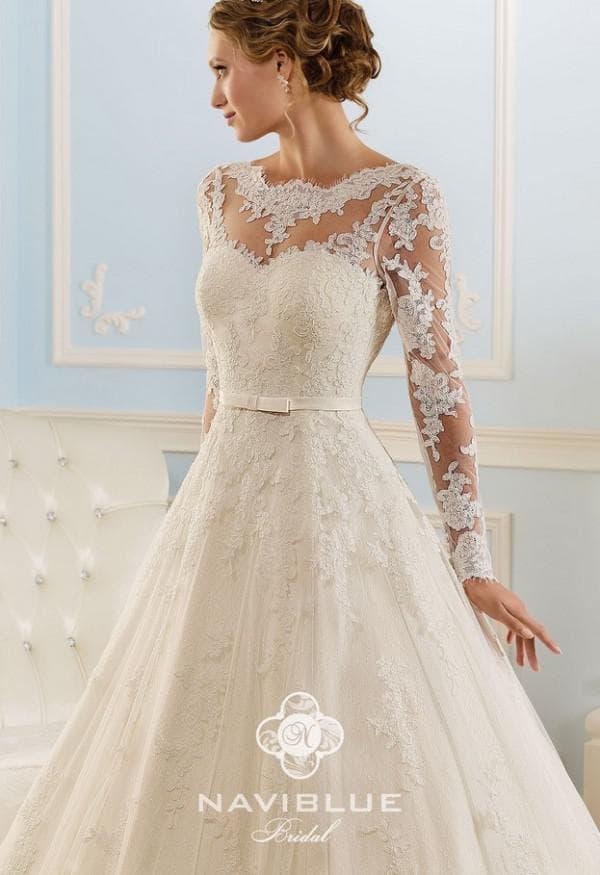 Наряд невесты с кружевным верхом