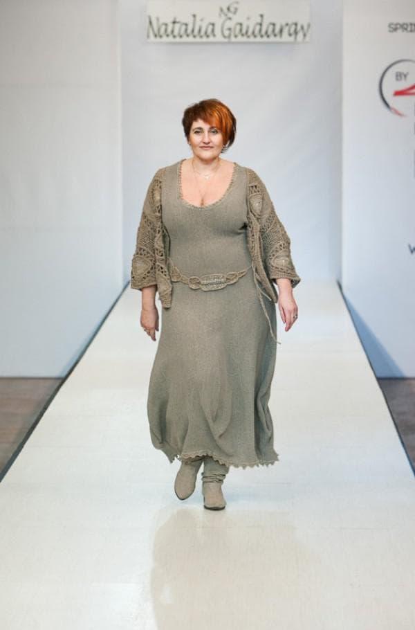 Дизайнерское льняное платье большого размера