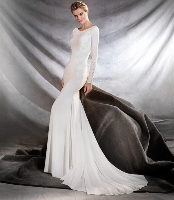 Облегающее длинное платье невесты