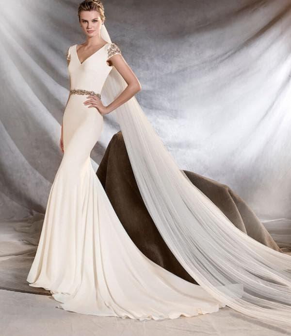 Сваденое платье цвета айвори в пол