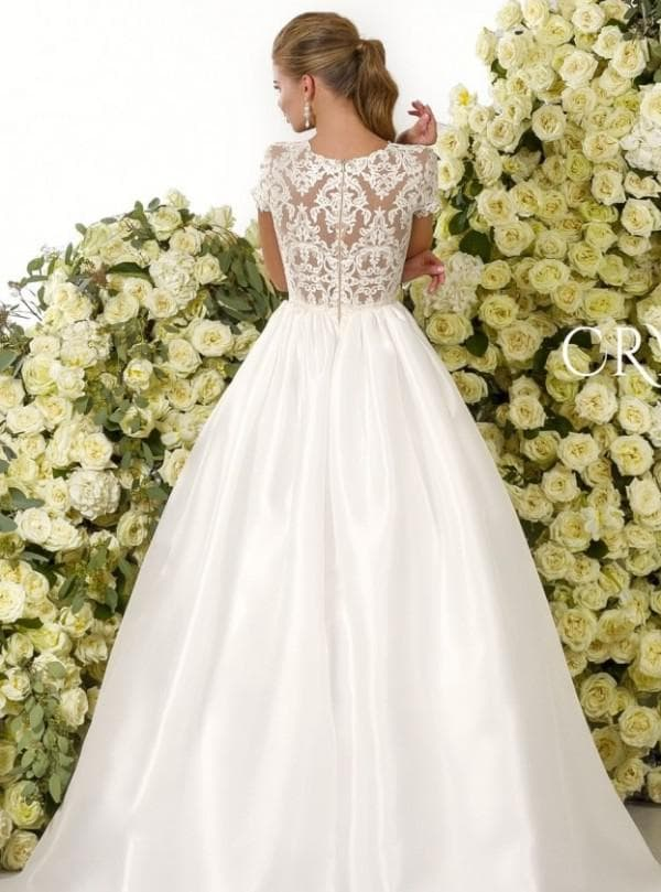 Свадебное платье с лифом из кружева