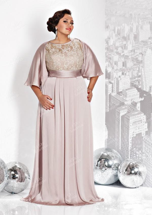 Розовое вечернее платье большого размера