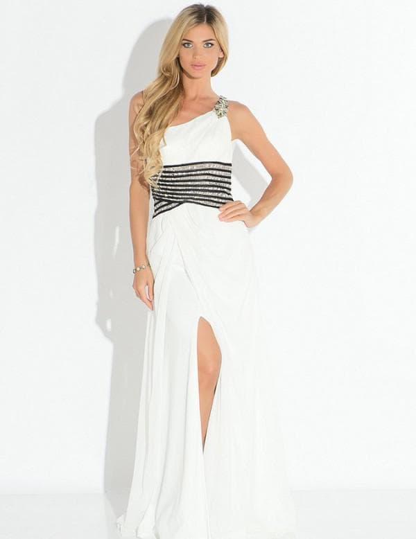 Белое платье в пол с разрезом на ноге