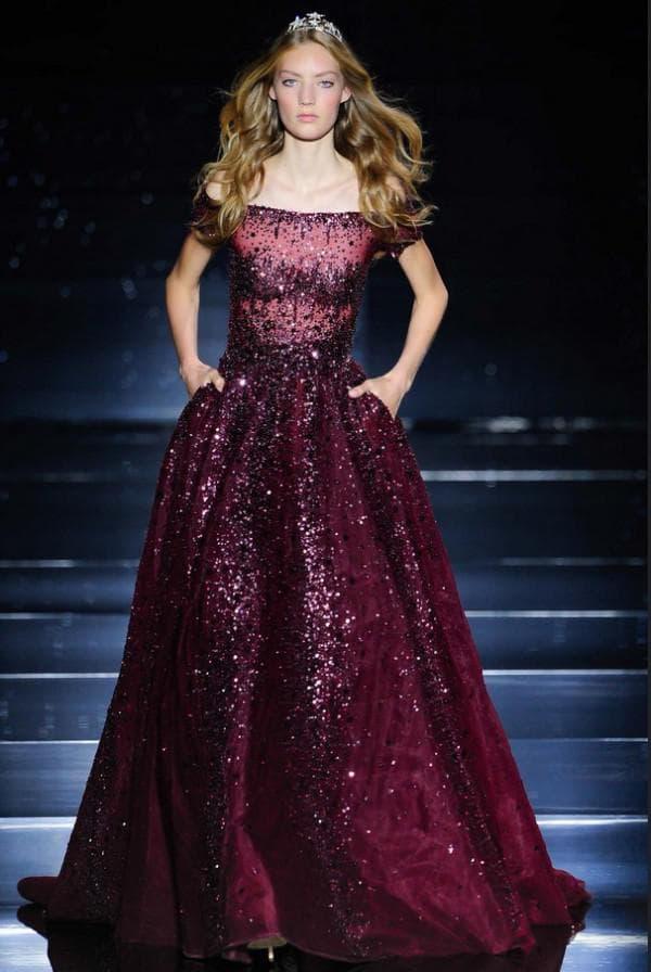 Бордовое пышное платье в пол