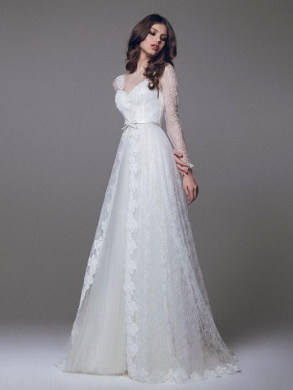 Свадебное платье из кружева с длинными рукавами в стиле ампир