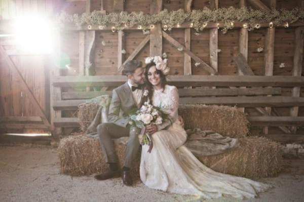 Свадебные наряды в стиле рустик для жениха и невесты