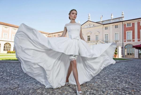 Белое свадебное платье короткое спереди длинне сзади