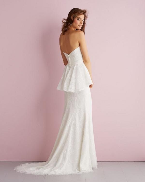 Свадебное платье с гипюровой баской