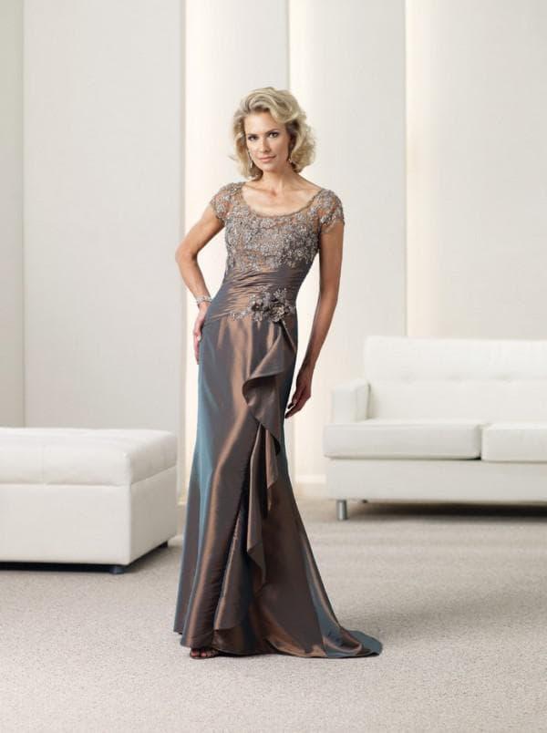 Элегантное длинное платье на свадьбу для мамы жениха