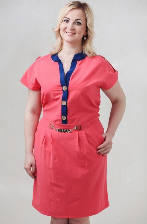 Розовое платье в стиле сафари большого размера