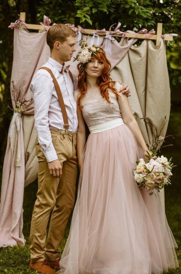 Одежда женеха и невесты на свадьбе в стиле рустик