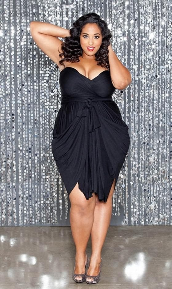 Черное платье мини для невысоких полных женщин