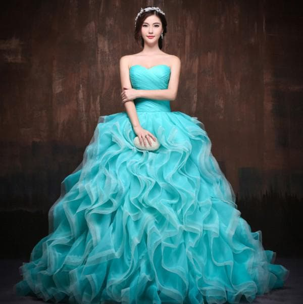 Голубое бальное платье