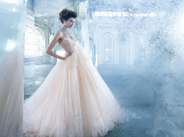 Пышное платье невесты с воздушной баской