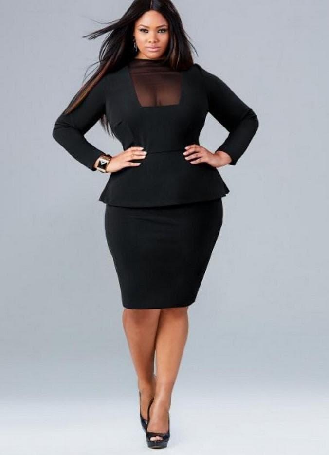 Черное платье с баской для полной женщины маленького роста