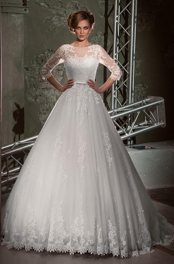 Свадебное платье с рукавами и лифом из кружева