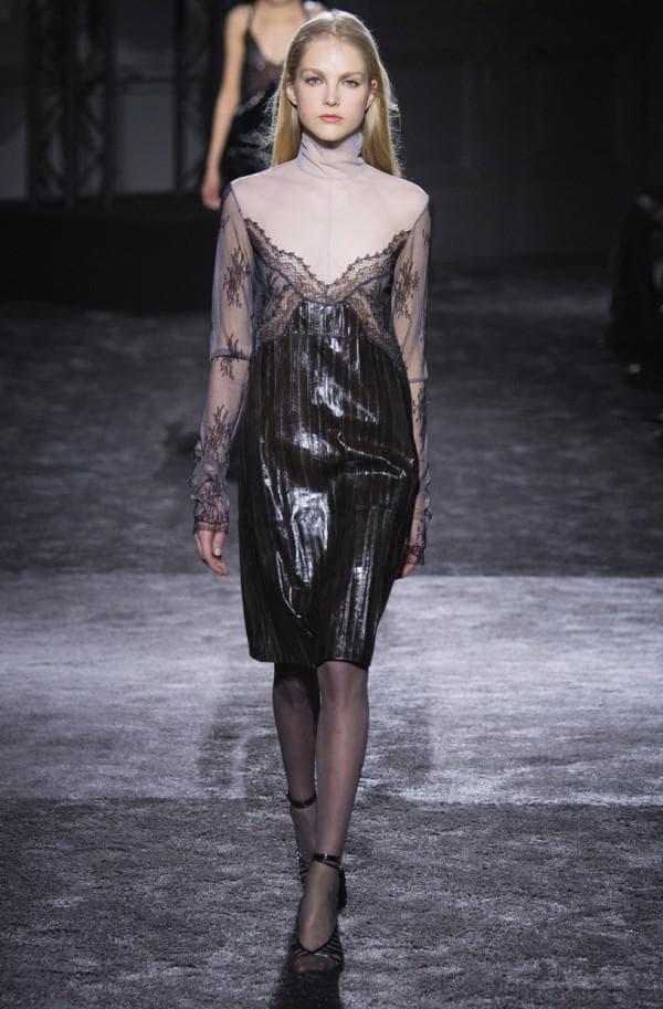 Платье длины миди чёрное