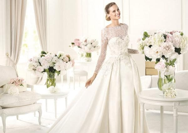 Атласное платье для невесты с кружевом