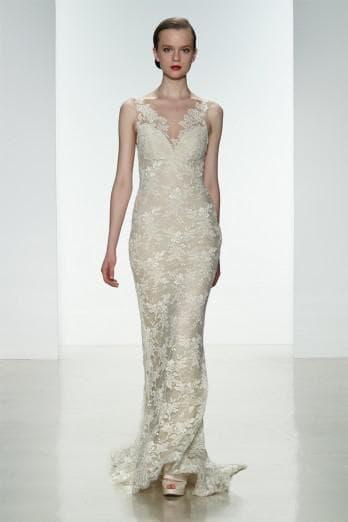 Изящное кружевное платье невесты прямое