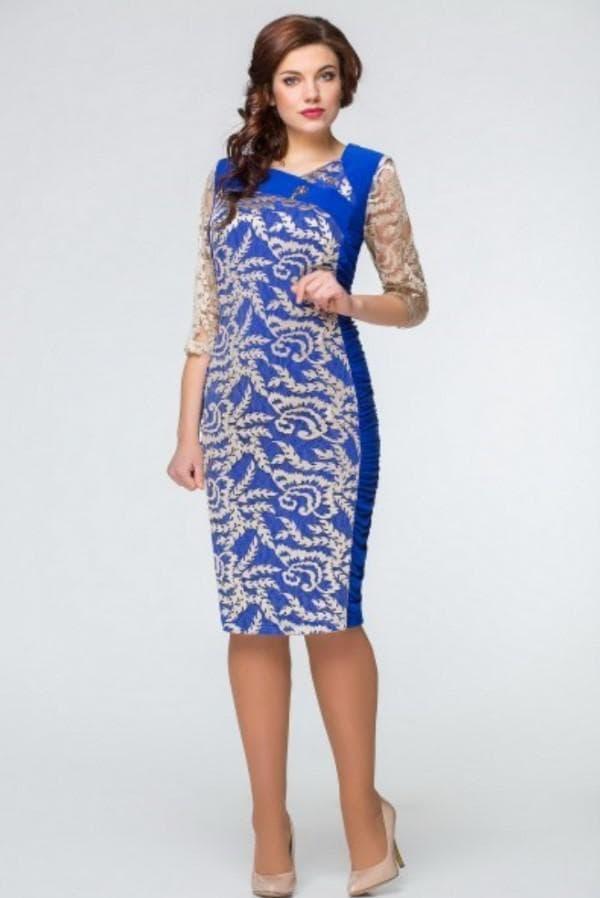 Синее платье с кружевной вышивкой