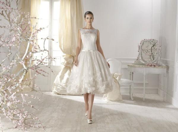 Кружевное платье невесты миди длины