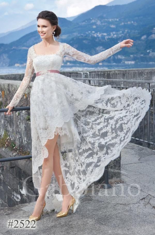Свадебное кружевное платье короткое с асимметричной юбкой