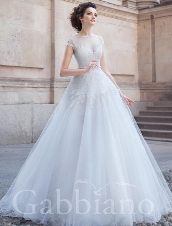 Изысканное свадебное платье