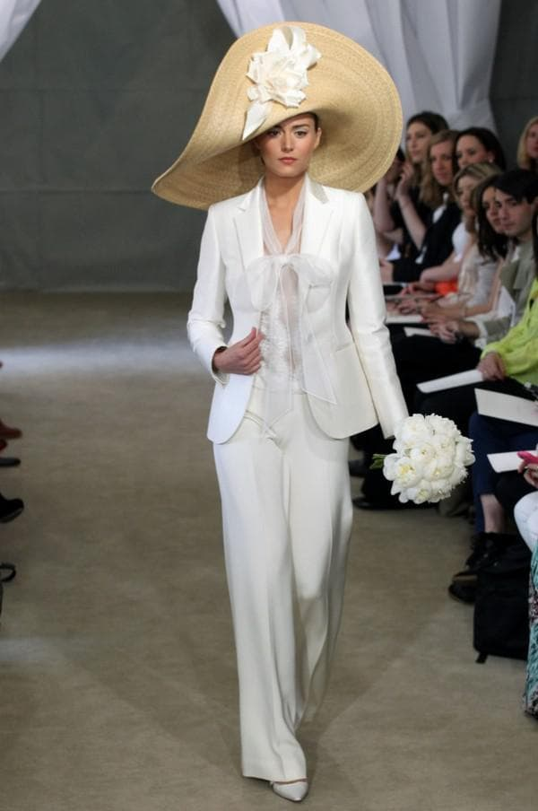 Свадебный костюм для зрелых женщин