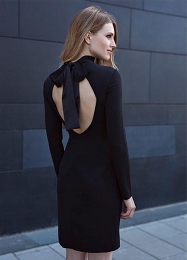 Черное платье с вырезом на спинке