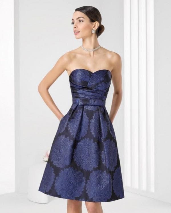 Синее платье бюстье длины миди