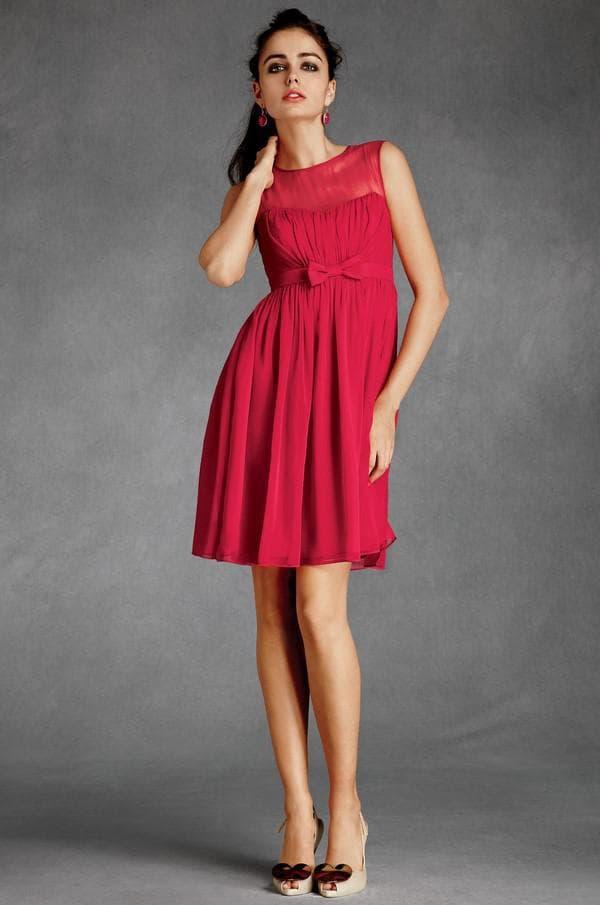 Элегантное красное платье для гостьи на свадьбе