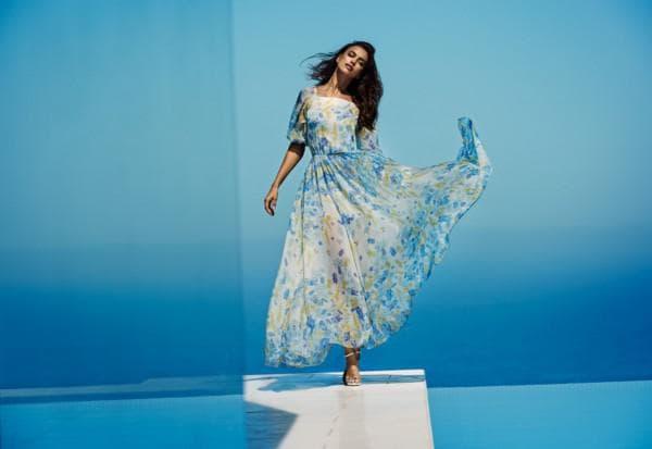 Длинное летнее платье нежно голубого цвета