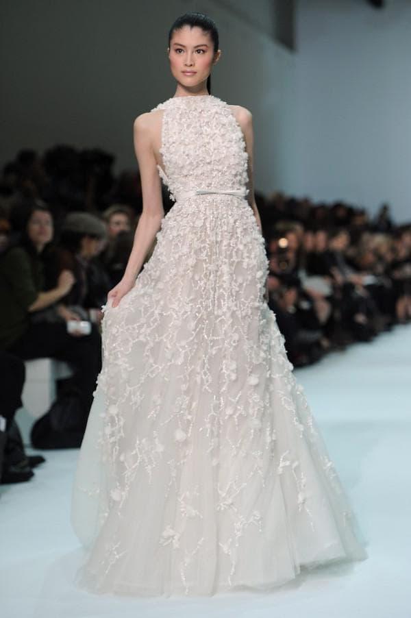 Свадебное платье расшитое стразами и бисером