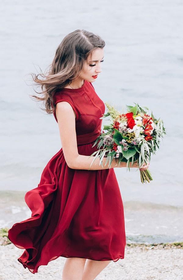 Шелковое платье цвета марсала