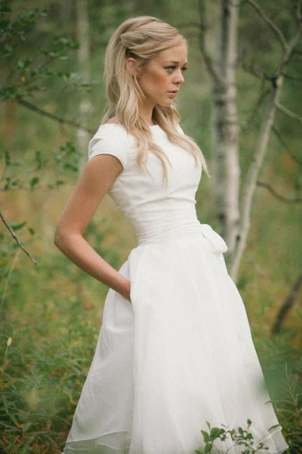 Недорогое свадебное платье миди длины