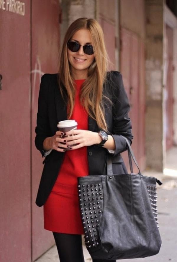 Повседневный образ с красным платьем