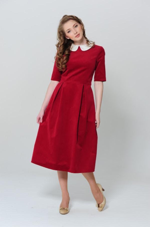 Красное платье длины миди