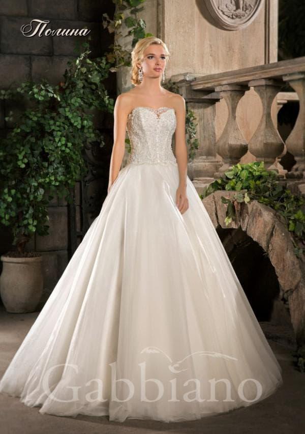 Свадебное платье бюстье с пышной юбкой