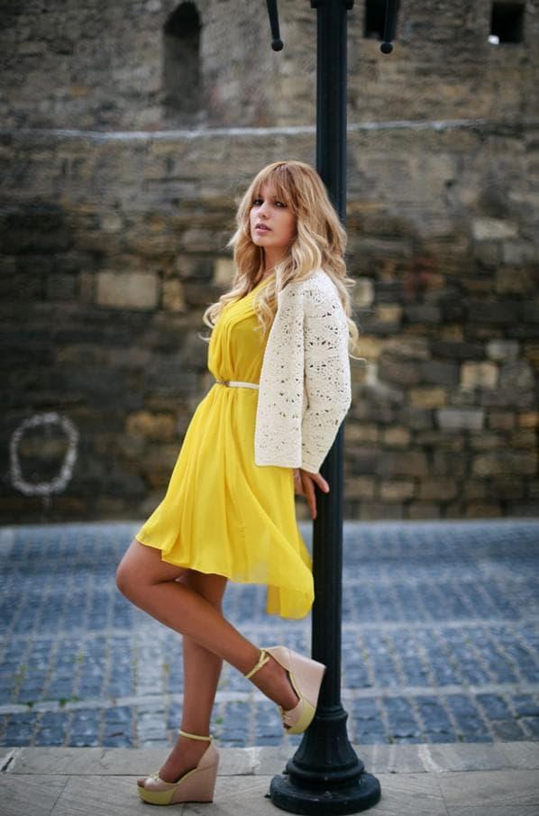 С чем носить желтое платье каждый день