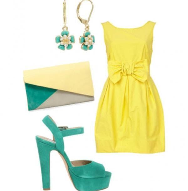Желтое платье с зелеными аксессуарами