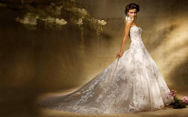 Длинное свадебное платье с вышивкой
