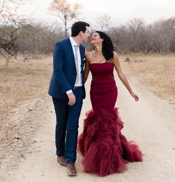 Свадебное платье цвета марсала