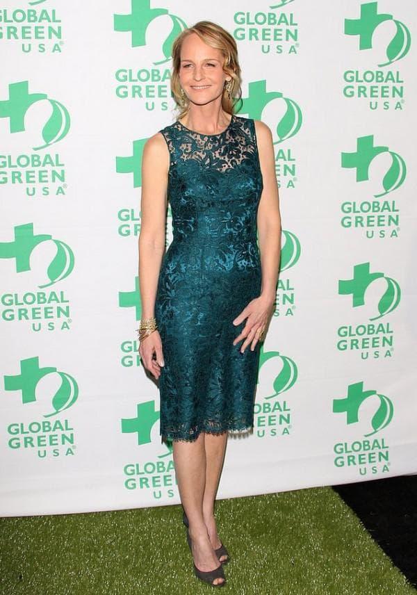 Платье изумрудного цвета для женщины после 40