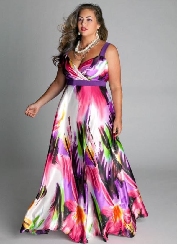 Цветное платье в пол большого размера
