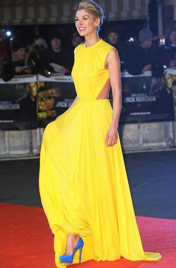 Вечернее желтое платье с чем носить