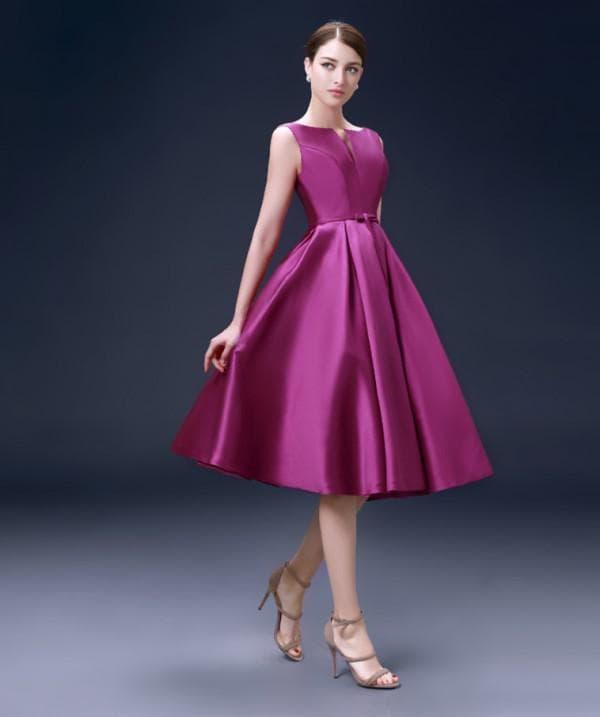 Атласное платье длины миди