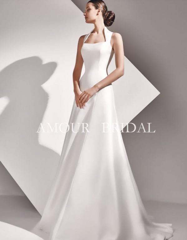 Элегантное атласное платье в пол