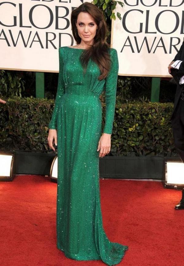 Анджелина Джоли в длинном зеленом платье
